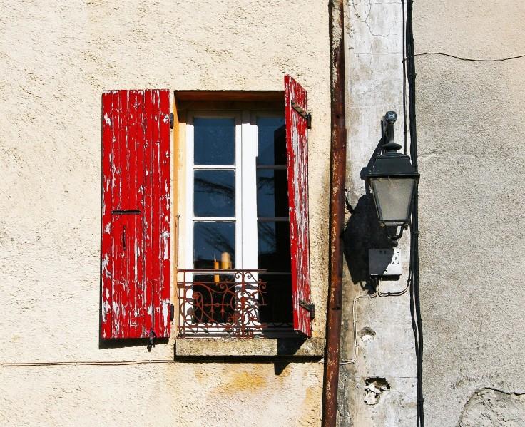 shutters-1398487_1920.jpg